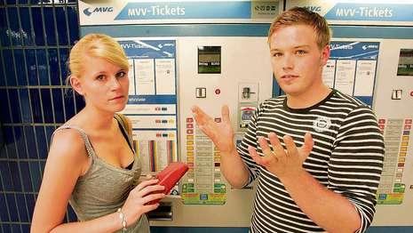 Imagine atasata: u_bahn_muenchen_ticket_automat_9781147_kg.jpg